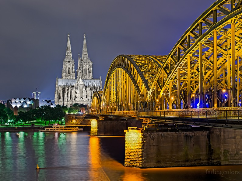 Railway brigde and Cathedral.